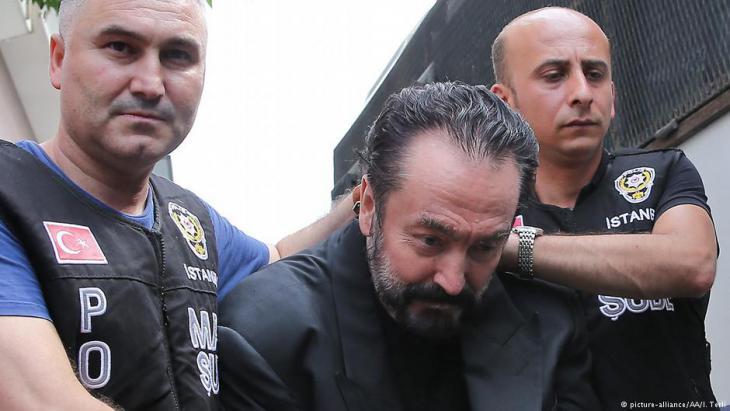 Jaksa Penuntut Turki Lengkapi Dakwaan Terhadap Televangelis Adnan Oktar Voa Islam Com