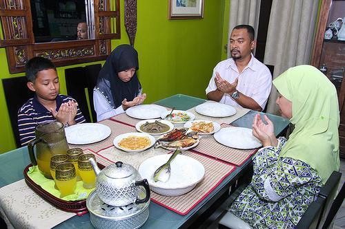 Pentingnya Makanan Dan Minuman Halal Untuk Fisik Dan Ruhani Voa