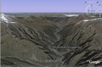 http://www.voa-islam.com/photos/Bataku/gunung-tembok-besi-02.jpg