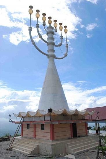 http://www.voa-islam.com/photos2/Azka/yahudi-manado-menorah-1.jpg