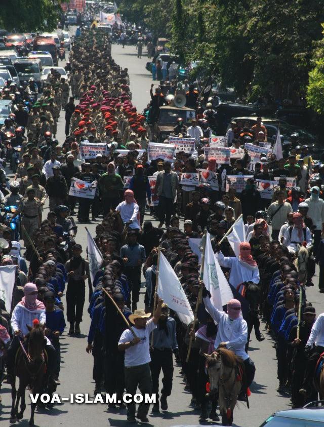 Pasukan Berkuda & Puluhan Ribu Umat Islam Lakukan Protes Penghina Nabi (voa-islam.com)   Kebenaran