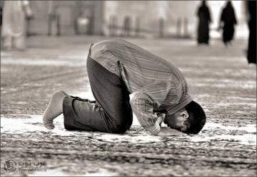 Shalat Maghrib Sendirian Disunnahkan Mengeraskan Bacaannya Voa Islam Com