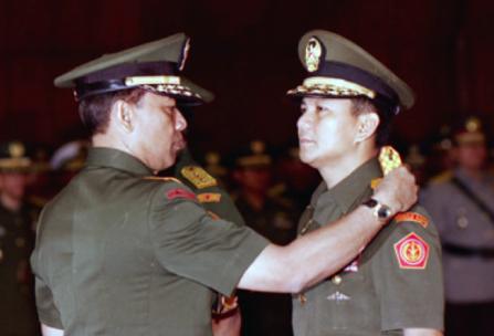 Melawan Lupa (8): ABRI Merah, Goenawan Mohamad & Wiranto Kunci Kerusuhan 1998