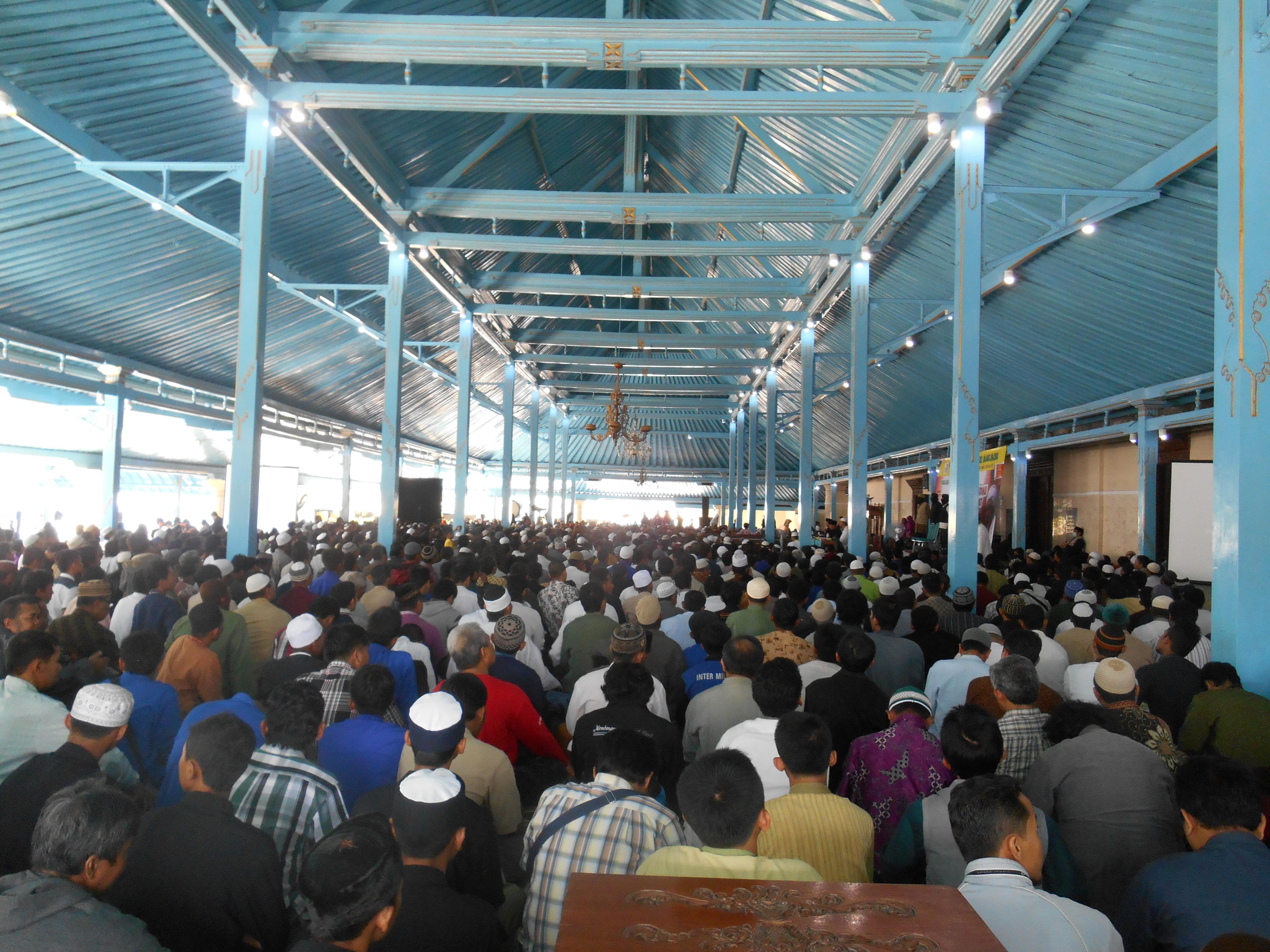 Ribuan Kaum Muslimin Hadiri Tabligh Akbar Anti Syiah di Masjid Agung Keraton Surakarta