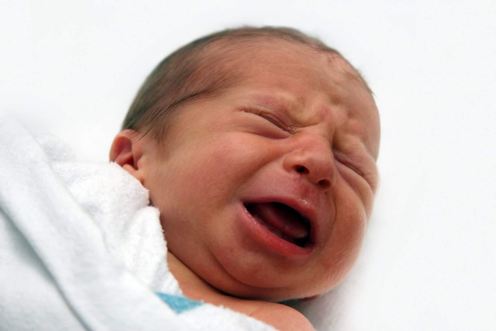 mengapa tidak boleh membiarkan bayi terlalu lama menangis