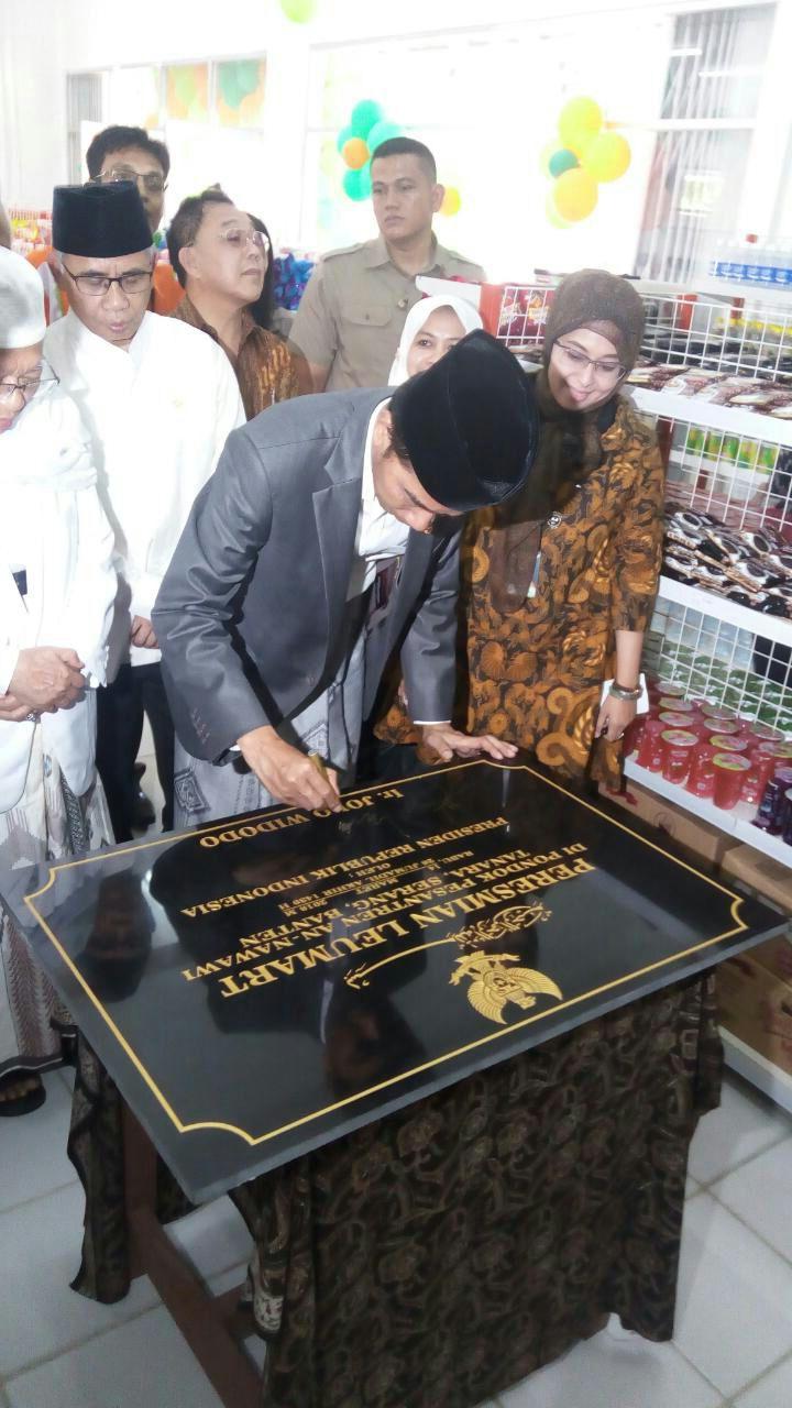 Jokowi Resmikan Ritel Modern Leu Mart Produk Ukm Bumn Sajadah Anak Laki Berita Terkait