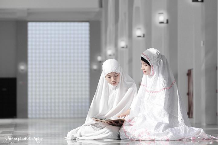 3 Kemuliaan yang Dimiliki Muslimah