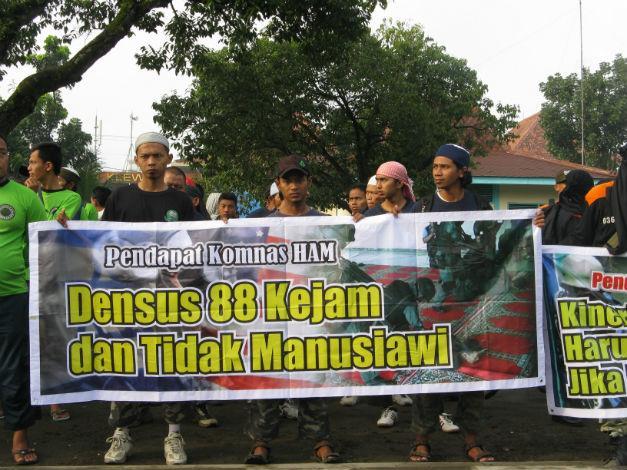Biadab! Densus 88 Jadikan Al Qur'an Sebagai Barang Bukti Terorisme