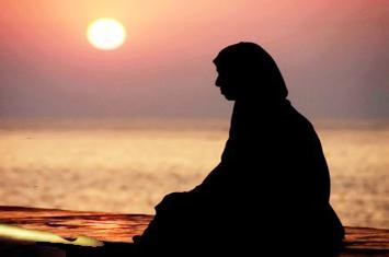 http://www.voa-islam.com/timthumb.php?src=/photos/Bataku/Wanita_bertobat.jpg&h=235&w=355&zc=1