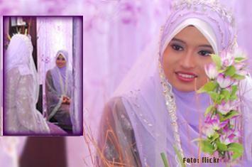 http://www.voa-islam.com/timthumb.php?src=/photos2/Azka/muslimah-berhias.jpg&h=235&w=355&zc=1