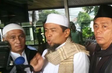 FOTO: Ini Dia Suasana Dukungan Ustadz Zulkifli Ali sebelum diperiksa BARESKRIM