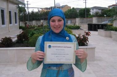 Mualaf Lydia dari Australia: Rajin ke Masjid untuk Mencari Keburukan Islam