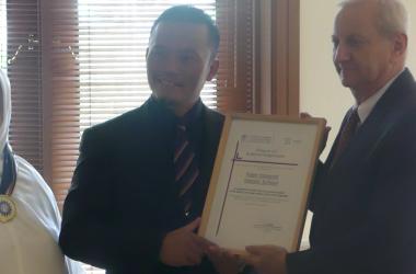 Fajar Hidayah Raih Silver Medal dari Dubes Republik Ceko