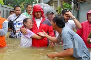 Anies Kunjungi Lokasi Banjir di Cipinang Melayu, Warga : Akhirnya Kami Diperhatikan