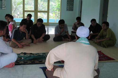 Rehat Sejenak, VOA-ISLAM Menata Diri di Vila Cimande - VOA-ISLAM COM
