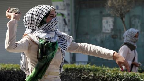 Mereka Melempar Batu ke Pasukan Zionis, Di Indonesia Mereka Melempar Imannya