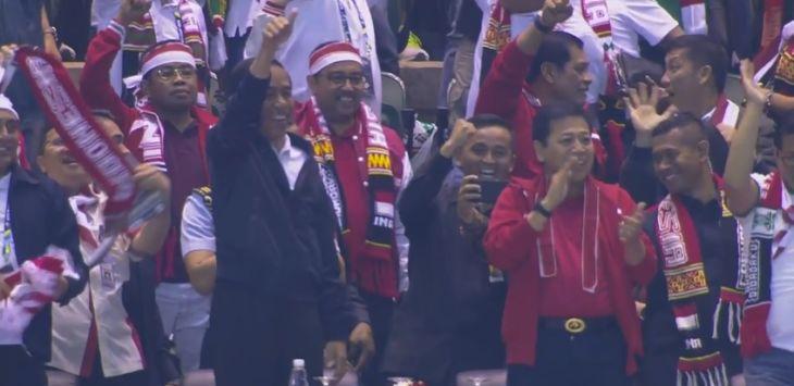 Hadir pada Pertandingan Piala AFF Indonesia vs Vietnam, Jokowi Diteriaki Suporter