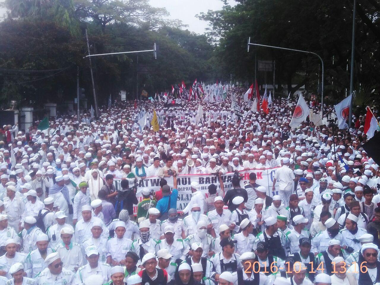Ratusan Ribu Umat Islam Gelar Aksi Bela Islam Ganyang Ahok
