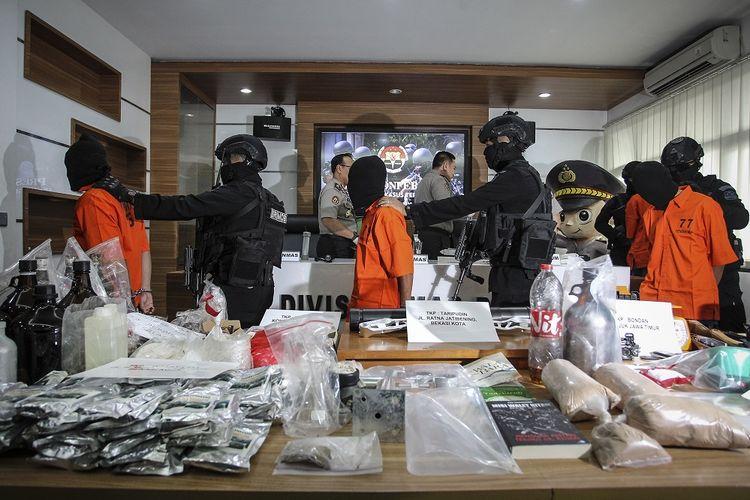 Teroris Gallery: Ditangkap Massal Oleh Densus 88, KH Tengku Zulkarnain